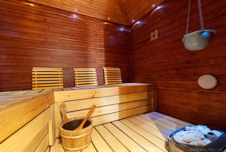 Asunnon myyntikuva tunnelmallisesta saunasta